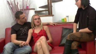 Sexe francais du jeune couple libertin passant un casting X