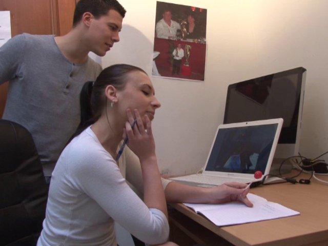 Une étudiante sexy en mode porno à la française
