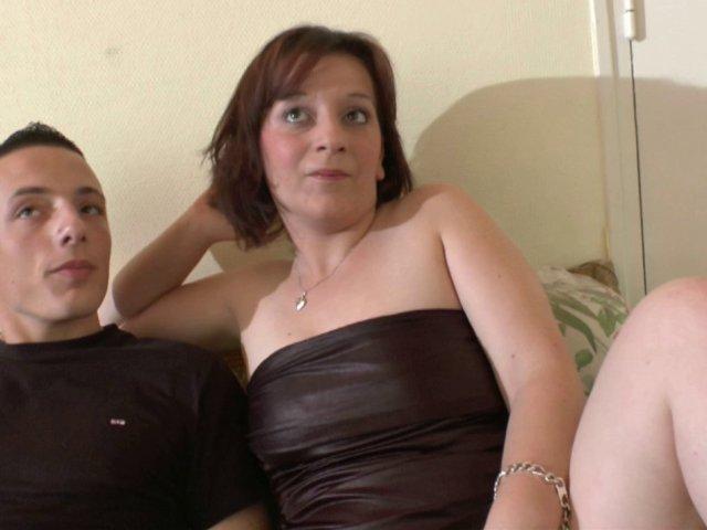 Sexe français d'une belle Milf baisée par un jeunot