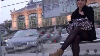 Casting sexe d'une jeune femme croqueuse de bite