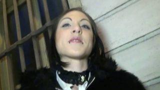 Une femme timide découvre les joies du sexe