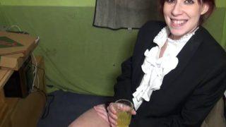 Sexe français d'une livreuse de pizza baisée à son travail
