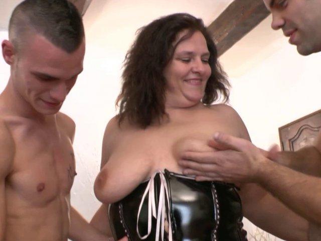 Porno français avec Milf aux gros seins