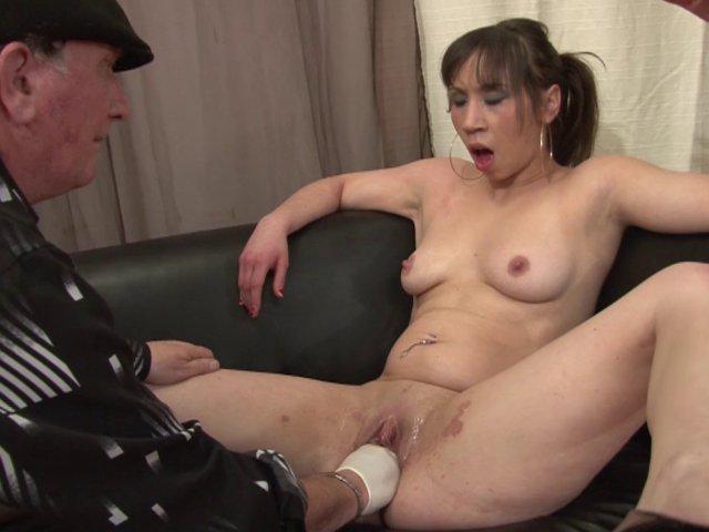 Porno français de Sara qui se prépare pour un film de cul