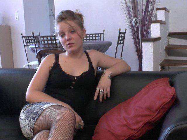 Blonde trop bonne et sexy pour sexe bien français