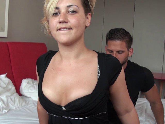 Une bonne éjaculation sur les seins