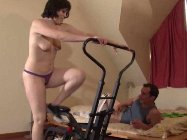 Une femme débutante se lance dans la sodomie