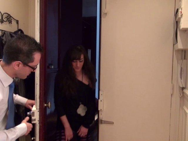 Sexe francais avec un binoclard et une cochonne de 21 ans