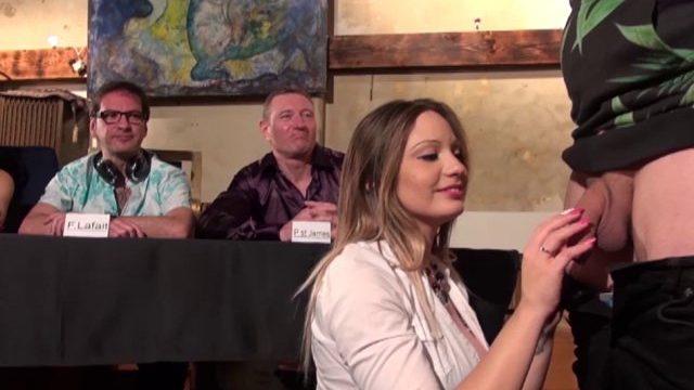 un candidat de baise avec les pornstars se fait voler la vedette par pascal 01 640x360 - Une vraie bite dans la bouche d'Amel