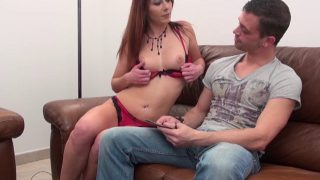 Jeune coquine en escarpins rouges dans un porno français