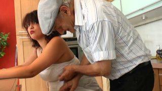 Coquine de France baise avec papy